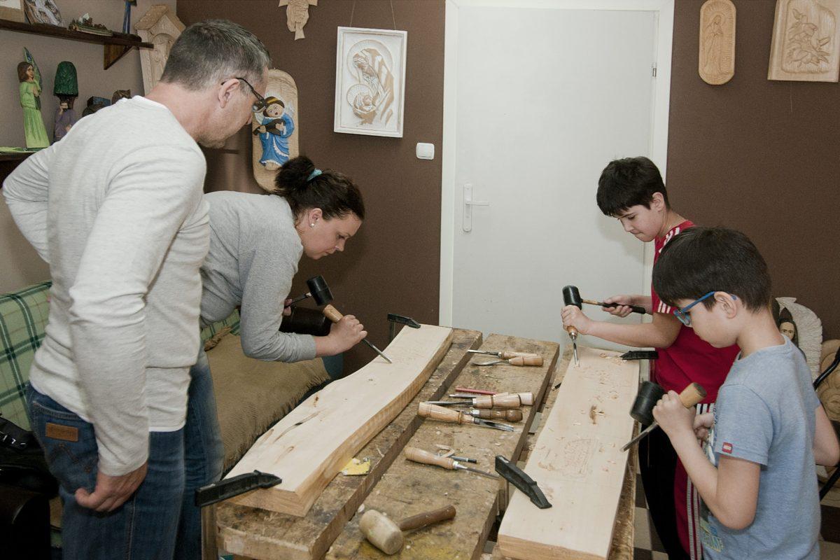 Warsztaty rzeźbiarskie w Muzeum Regionalnym w Łukowie podczas tegorocznych Dni Łukowa