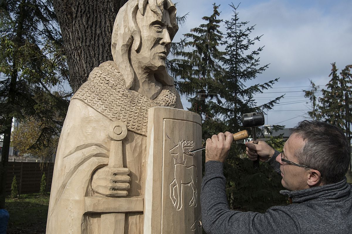 Plener rzeźbiarski w Muzeum Regionalnym – amonity oraz Zbyszko z Bogdańca
